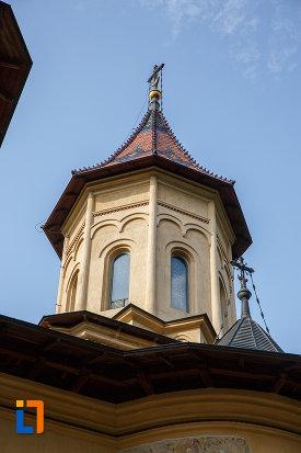 turnul-principal-de-la-biserica-sf-gheorghe-mirauti-1391-din-suceava-judetul-suceava.jpg