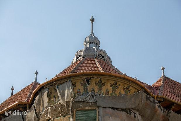 turnul-principal-palatul-stern-din-oradea-judetul-bihor.jpg