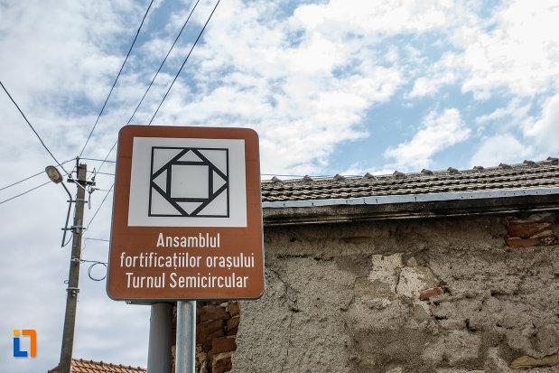 turnul-semicircular-din-sebes-judetul-alba-monument-istoric.jpg