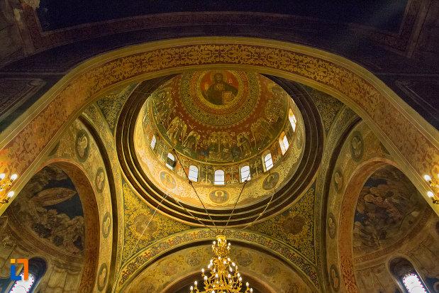 turnul-vazut-din-interior-biserica-ortodoxa-sf-nicolae-din-cluj-napoca-judetul-cluj.jpg