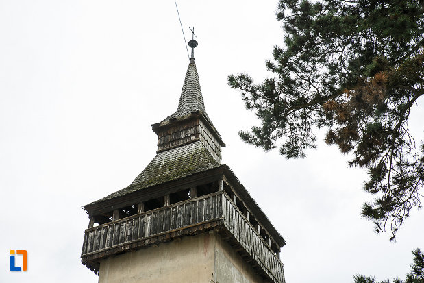 turnul-vechii-biserici-ortodoxe-1700-din-deva-judetul-hunedoara-imagine-cu-partea-de-us.jpg