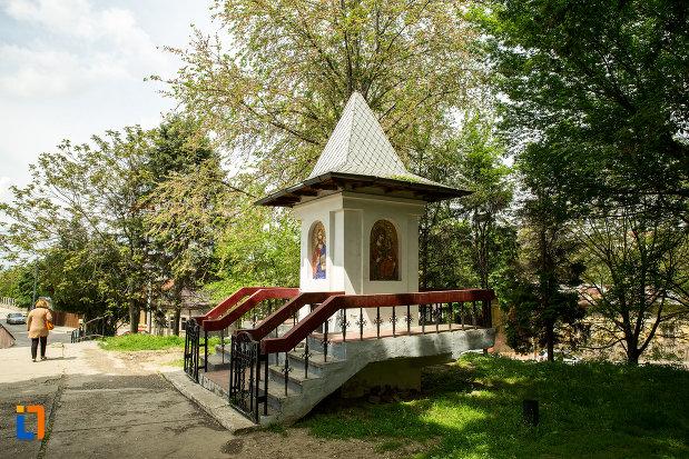 turnulet-langa-biserica-sf-imparati-din-slatina-judetul-olt.jpg