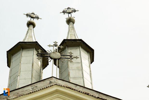 turnuri-de-la-ansamblul-bisericii-sf-dumitru-bagdat-din-ramnicu-sarat-judetul-buzau.jpg