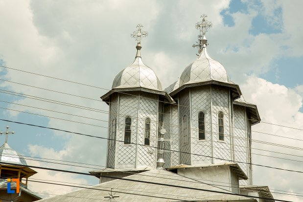 turnuri-de-la-biserica-buna-vestire-din-patarlagele-judetul-buzau.jpg