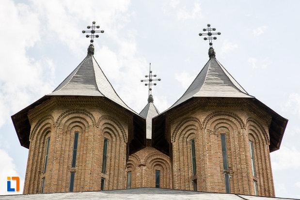 turnuri-de-la-biserica-domneasca-adormirea-maicii-domnului-din-targoviste-judetul-dambovita.jpg