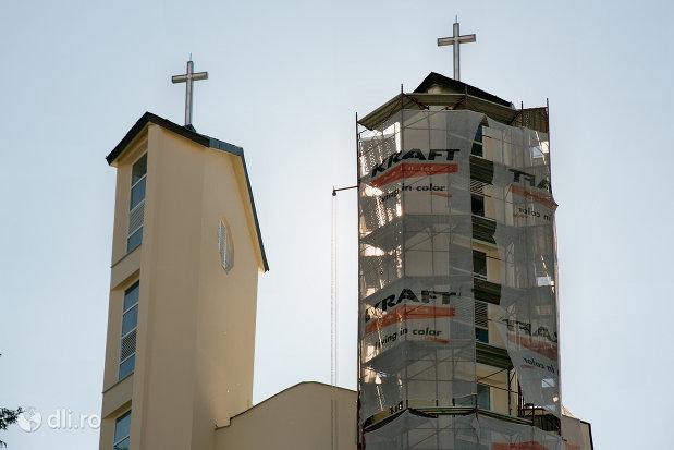 turnuri-de-la-biserica-greco-catolica-sfanta-familie-din-zalau-judetul-salaj.jpg