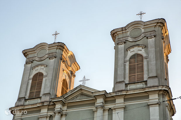 turnuri-de-la-biserica-maica-indurerata-a-manastirii-premonstratense-din-oradea-judetul-bihor.jpg