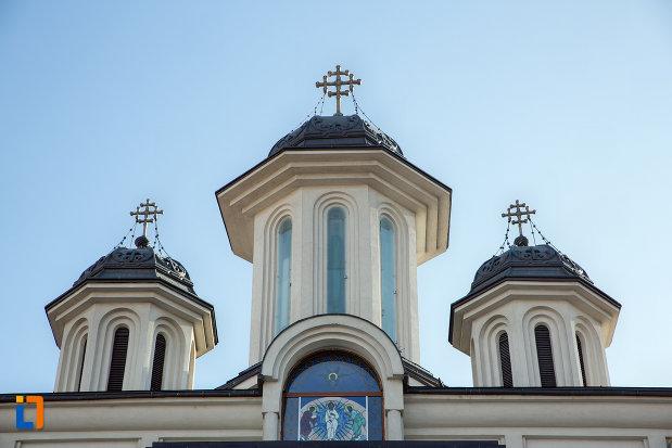 turnuri-de-la-biserica-orthodox-schimbarea-la-fata-din-cluj-napoca-judetul-cluj.jpg