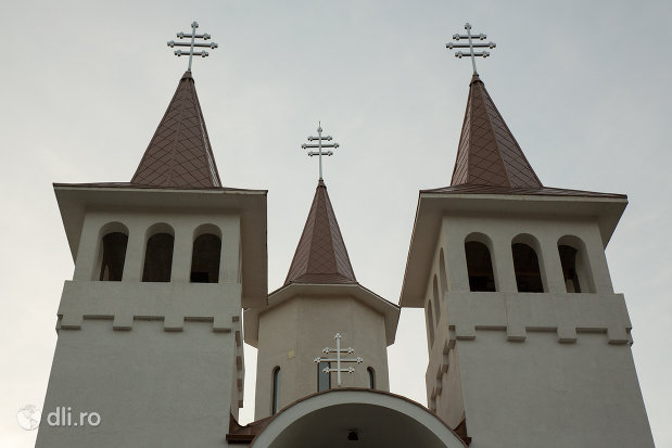 turnuri-de-la-biserica-sf-ana-din-baia-mare-judetul-maramures.jpg