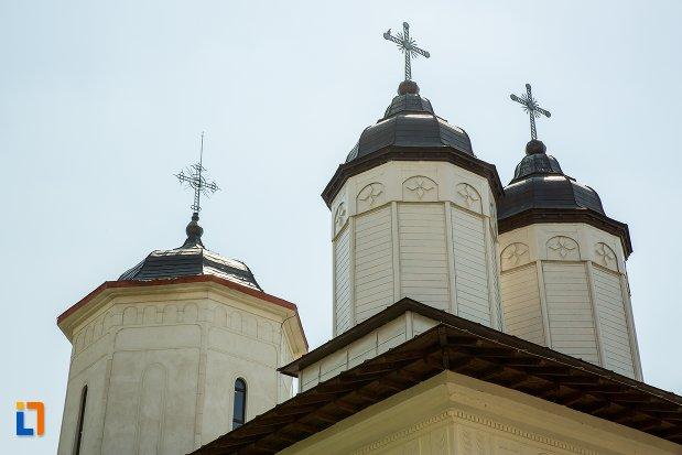 turnuri-de-la-biserica-sf-ingeri-din-buzau-judetul-buzau.jpg