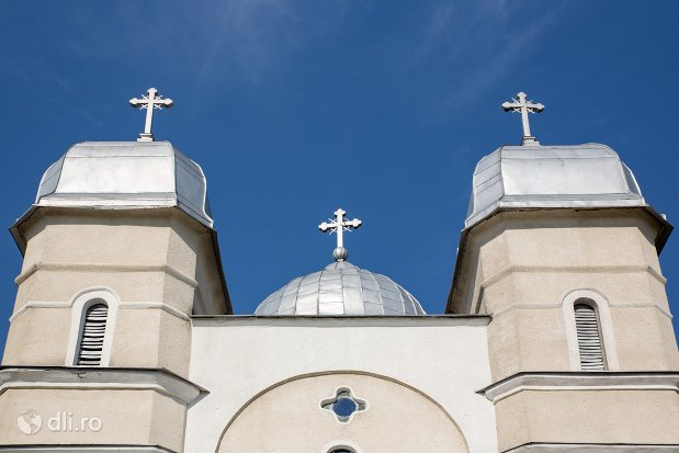 turnuri-de-la-biserica-sf-ioan-botezatul-din-scarisoara-noua-judetul-satu-mare.jpg