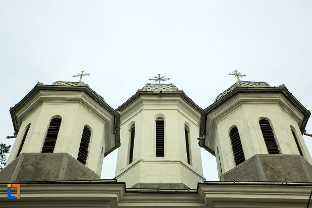 turnuri-de-la-biserica-sf-nicolae-din-bailesti-judetul-dolj.jpg