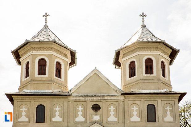 turnuri-de-la-biserica-sf-nicolae-din-teius-judetul-alba.jpg