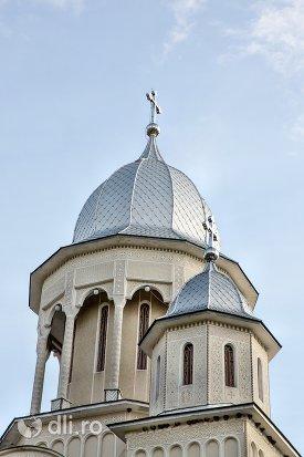 turnuri-de-la-catedrala-ortodoxa-din-calinesti-oas-judetul-satu-mare.jpg