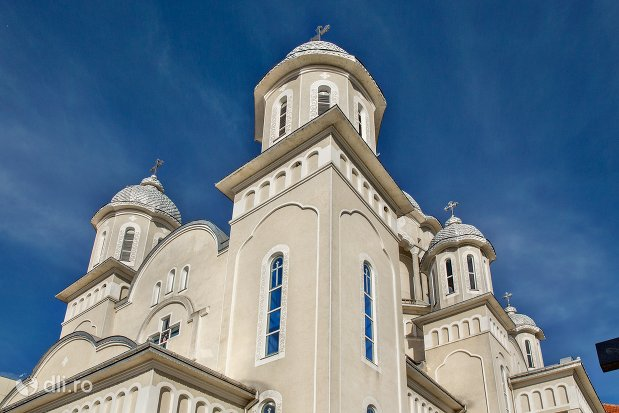 turnuri-de-la-catedrala-ortodoxa-din-negresti-oas-judetul-satu-mare.jpg