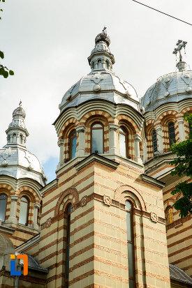 turnuri-de-la-catedrala-ortodoxa-sf-gheorghe-din-tecuci-judetul-galati.jpg