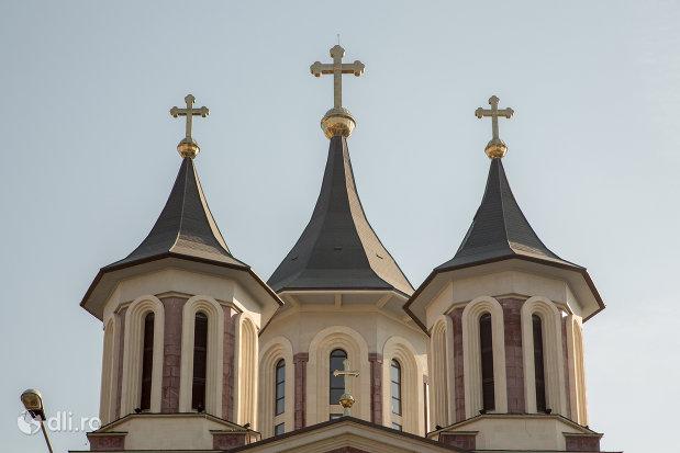 turnuri-de-la-catedralaepiscopala-ortodoxa-invierea-domnului-din-oradea-judetul-bihor.jpg