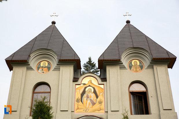 turnuri-de-la-manastirea-godinova-din-bocsa-judetul-caras-severin.jpg