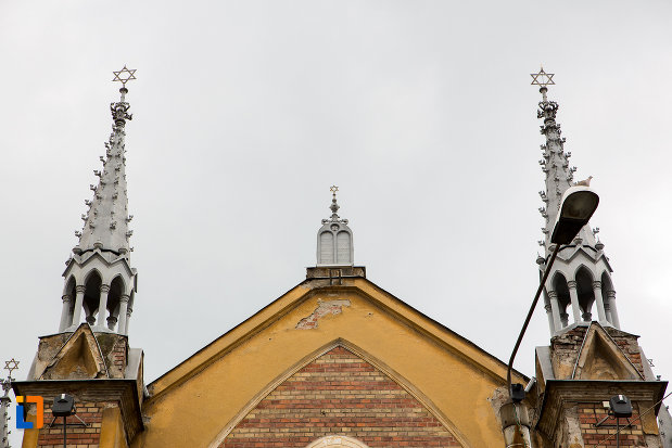 turnuri-de-la-sinagoga-din-caransebes-judetul-caras-severin.jpg