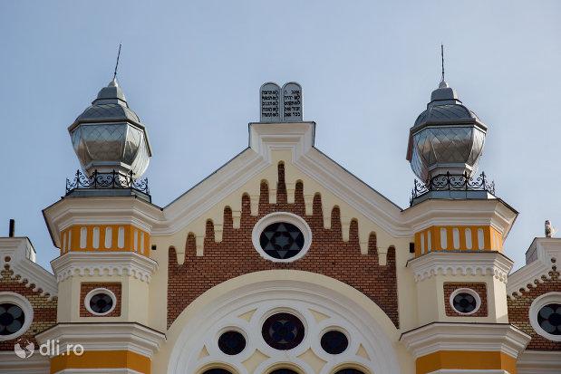 turnuri-de-la-sinagoga-ortodoxa-hevra-sas-din-oradea-judetul-bihor.jpg