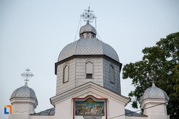 turnurile-de-la-biserica-adormirea-maicii-domnului-din-alexandria.jpg