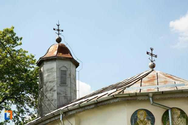 turnurile-de-la-biserica-cuvioasa-paraschiva-din-suica-judetul-olt.jpg