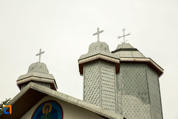 turnurile-de-la-biserica-cuvioasa-paraschiva-din-teis-judetul-olt.jpg