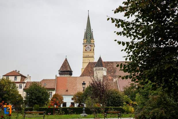 turnurile-de-la-biserica-evanghelica-sf-margareta-si-turnul-trompetilor-1488-din-medias-judetul-sibiu.jpg