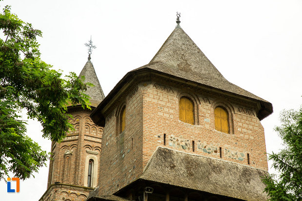 turnurile-de-la-biserica-fortificata-precista-din-galati-judetul-galati.jpg