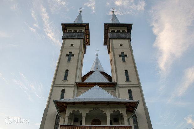 turnurile-de-la-biserica-noua-din-breb-judetul-maramures.jpg