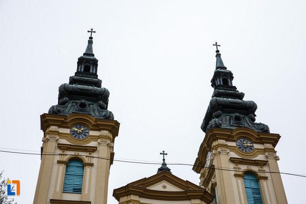 turnurile-de-la-biserica-ortodoxa-adormirea-maicii-domnului-din-lugoj-judetul-timis.jpg