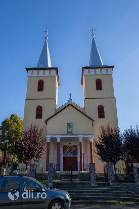 turnurile-de-la-biserica-ortodoxa-din-chiuzbaia-judetul-maramures.jpg