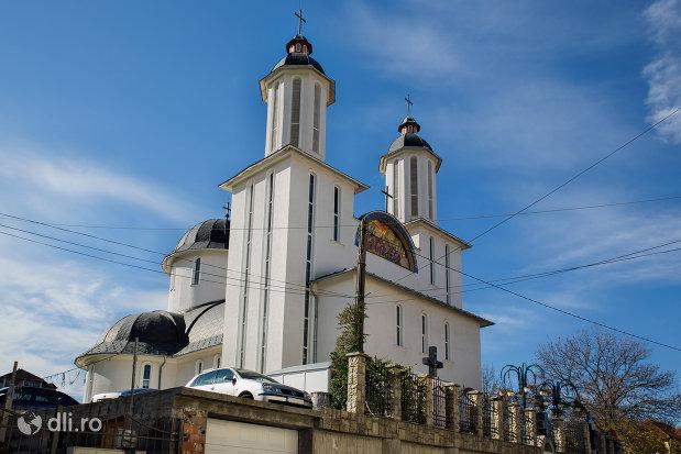 turnurile-de-la-biserica-ortodoxa-pogorarea-sfantului-duh-din-zalau-judetul-salaj.jpg