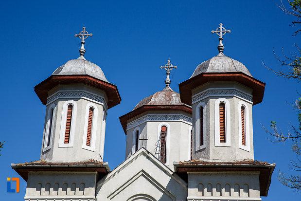 turnurile-de-la-biserica-ortodoxa-sf-nicolae-din-orastie-judetul-hunedoara.jpg