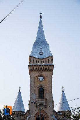 turnurile-de-la-biserica-romano-catolica-sf-cruce-din-timisoara-judetul-timis.jpg