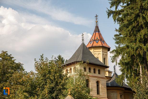 turnurile-de-la-biserica-sf-gheorghe-mirauti-1391-din-suceava-judetul-suceava.jpg