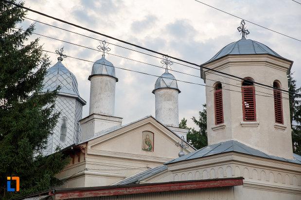 turnurile-de-la-biserica-sf-ilie-1833-din-rosiorii-de-vede-judetul-teleorman.jpg