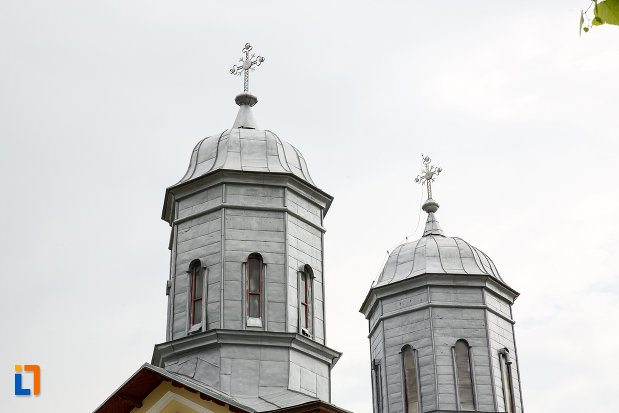 turnurile-de-la-biserica-sf-nicolae-1812-din-gaesti-judetul-dambovita.jpg