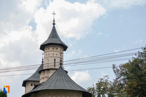 turnurile-de-la-biserica-sf-nicolae-prajescu-1611-din-suceava-judetul-suceava.jpg