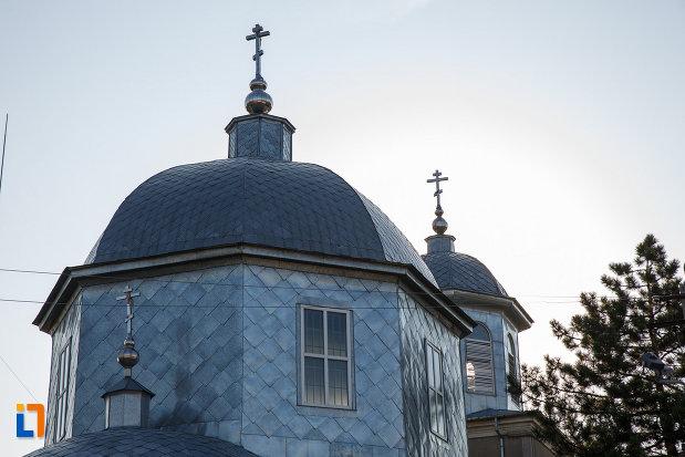 turnurile-de-la-biserica-sf-treime-din-tulcea-judetul-tulcea.jpg