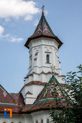 turnurile-de-la-catedrala-adormirea-maicii-domnului-din-campulung-moldovenesc-judetul-suceava.jpg