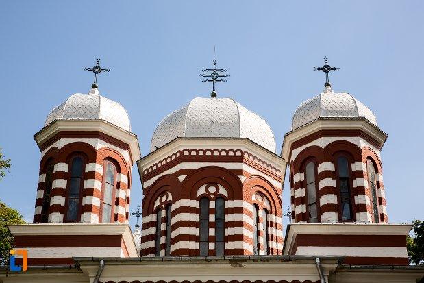 turnurile-de-la-catedrala-adormirea-maicii-domnului-din-dorohoi-judetul-botosani.jpg