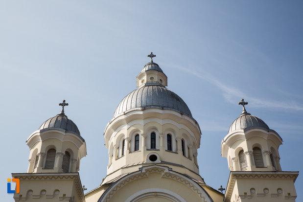 turnurile-de-la-catedrala-adormirea-maicii-domnului-resita-montana-judetul-caras-severin.jpg