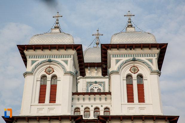 turnurile-de-la-catedrala-domneasca-sf-alexandru-din-alexandria-judetul-teleorman.jpg