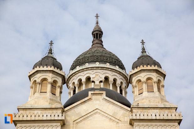 turnurile-de-la-catedrala-ortodoxa-a-vadului-feleacului-si-clujului-din-cluj-napoca-judetul-cluj.jpg