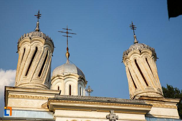 turnurile-de-la-catedrala-ortodoxa-sf-haralambie-din-turnu-magurele-judetul-teleorman.jpg