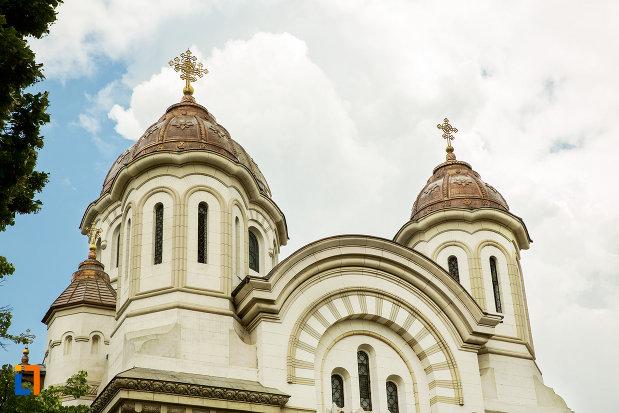 turnurile-de-la-catedrala-ortodoxa-sf-ierarh-nicolae-si-andrei-din-galati-din-galati.jpg