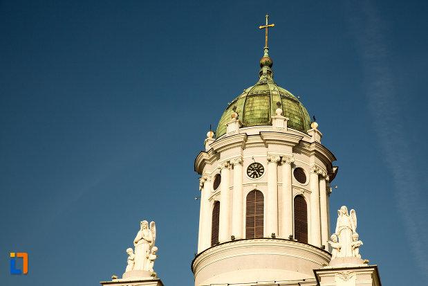 turnurile-de-la-catedrala-romano-catolica-din-arad-judetul-arad.jpg