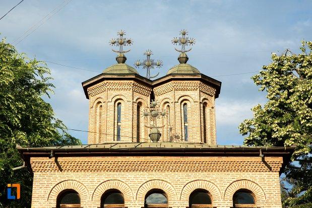 turnurile-de-la-catedrala-sf-gheorghe-din-pitesti-judetul-arges.jpg