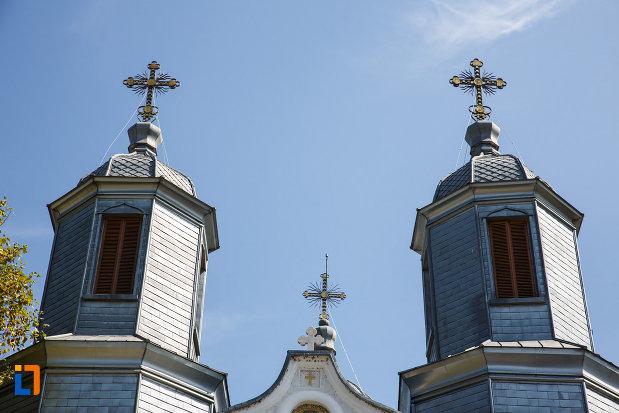 turnurile-de-la-catedrala-sf-ierarh-nicolae-din-tulcea-judetul-tulcea.jpg